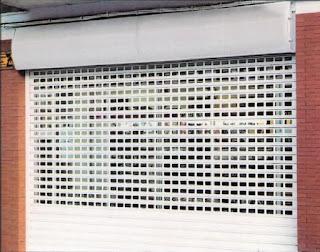 Reparación de persianas para comercios en El Burgo