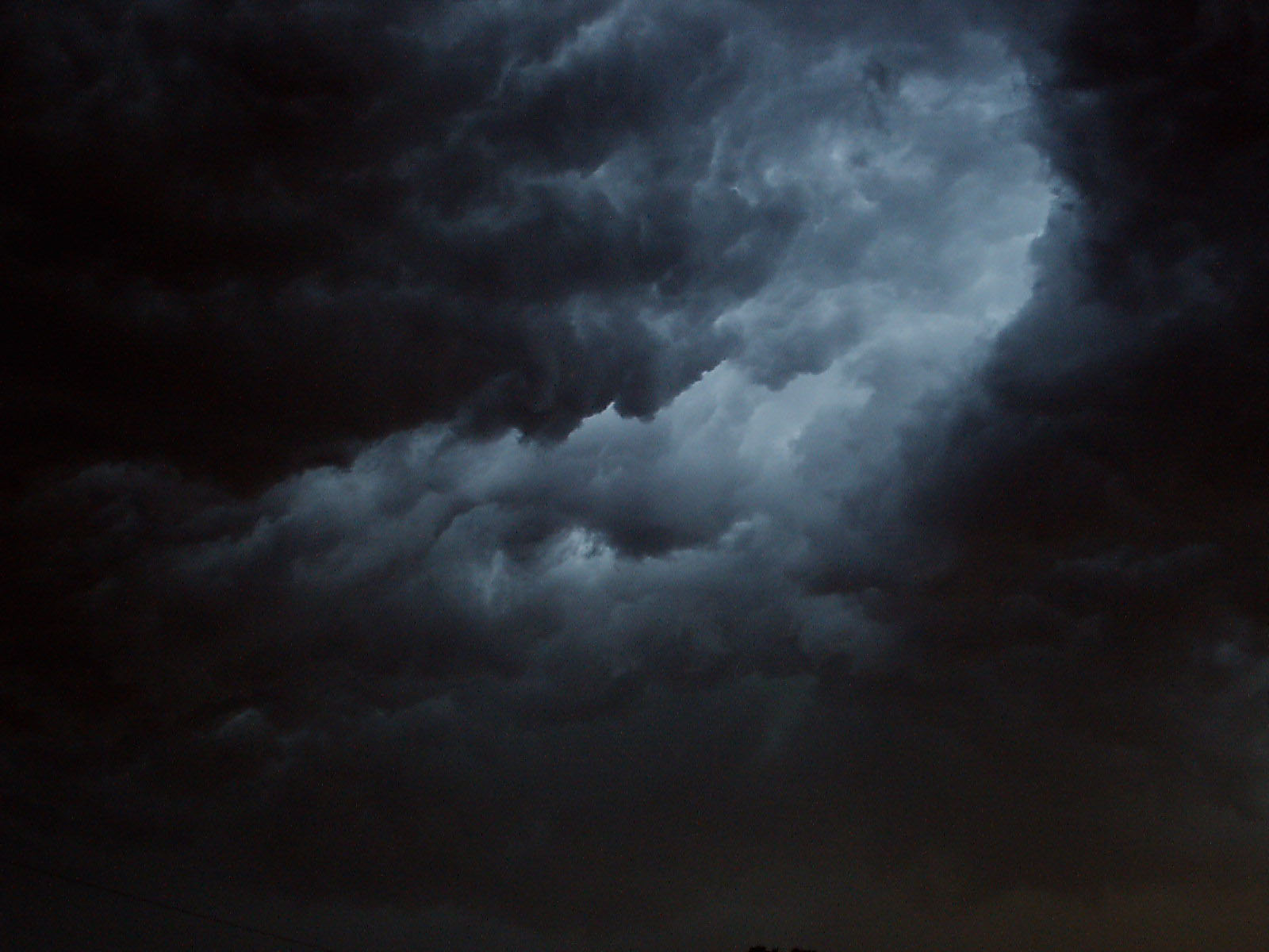 wallpapers: Harbingers Of The Storm Clouds