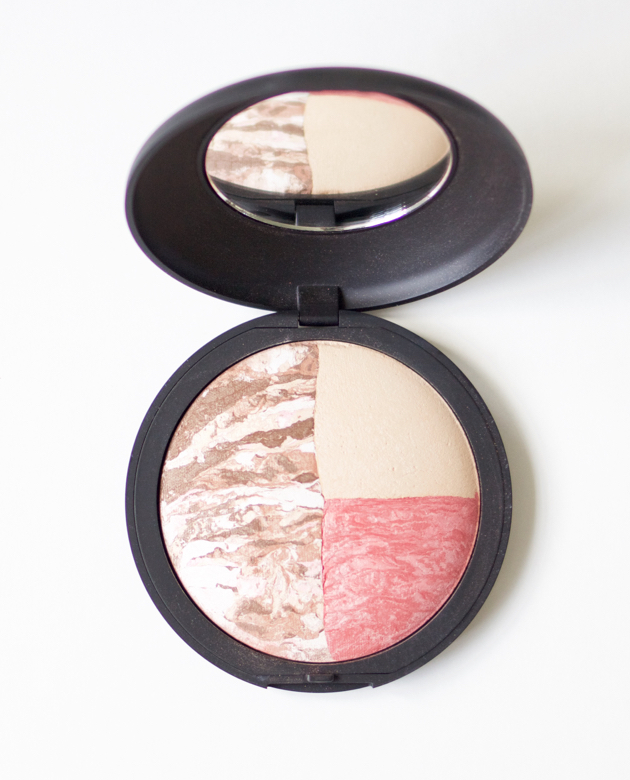 Laura Geller Color and Contour compact in open view