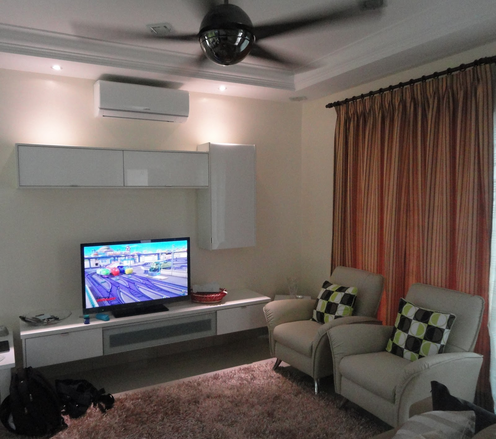 So okay.. rumah dah siap.. So here's how it looks like presently..