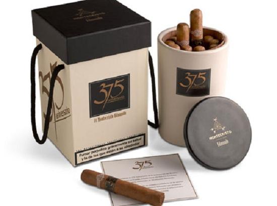 ///Cofres, cajas, jarras del tabaco.../// Bodegon