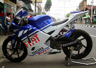 Foto-Foto Terbaru Modifikasi Yamaha R-15 Bergaya Moto GP