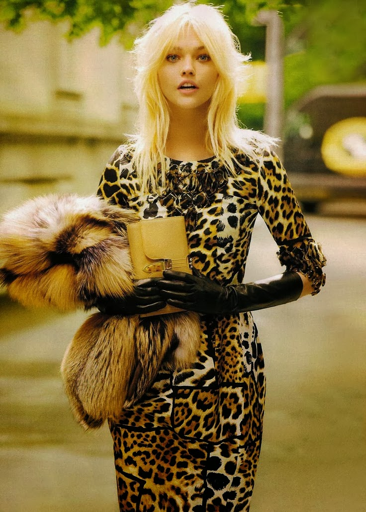 http://followpics.net/vogue-sasha-pivovarova/