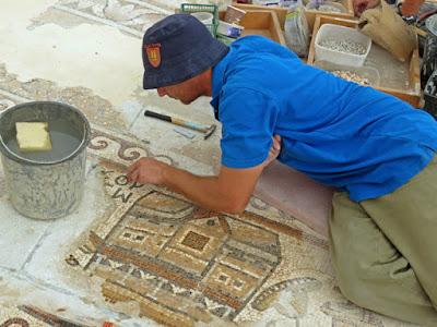 Σπάνιο βυζαντινό ψηφιδωτό παρουσιάζουν οι αρχαιολόγοι στο Ισραήλ