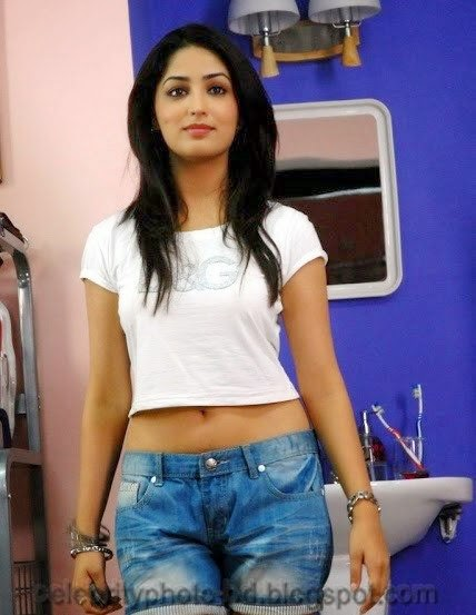 Yami+Gautam+Latest+Hot+Navel+Show+Still+Pictures+And+Photos004