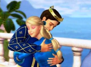 Princess Rosella dan pangeran berpelukkan