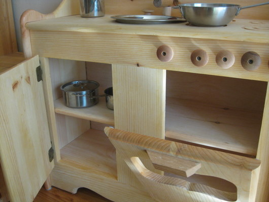 we love our (plastic-free) play kitchen ~ eco-novice