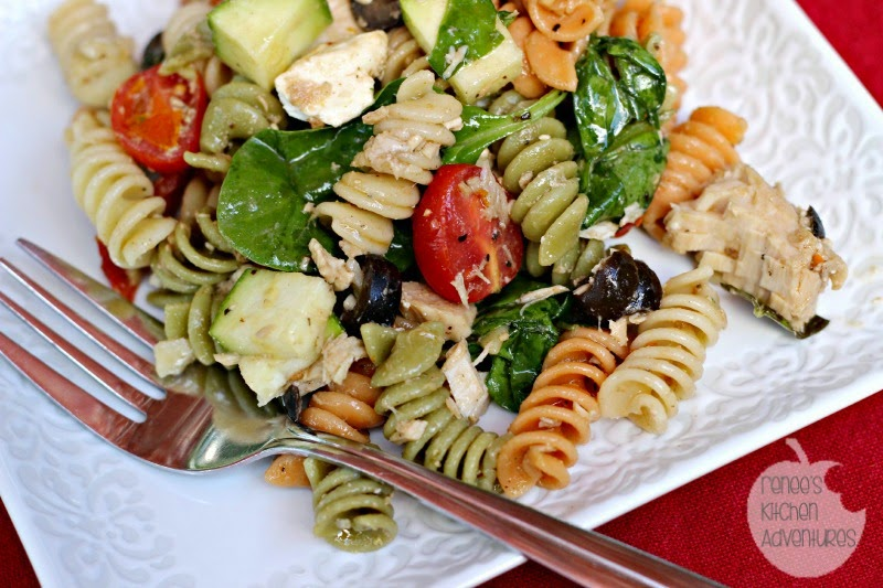 Tuna Pasta Salad with Balsamic Vinaigrette Close Up: healthful and delicious! #salad #pasta #tuna