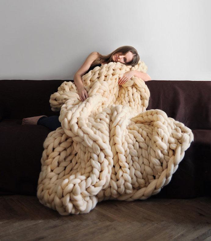 Gigantes mantas tejidas a mano son acogedoras para los seres humanos