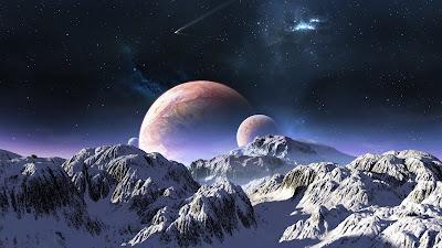 Los planetas y las estrellas más allá de las montañas con nieve