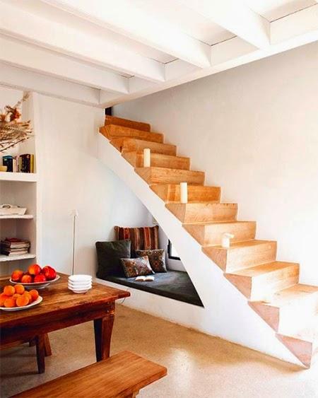 descanso embaixo da escada
