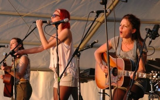 Sound Of The Sirens: acoustic folk rock\pop trio from Exeter, UK played in E112 of the ArenaCast
