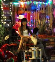 nightlife girls at tha phae rd chiang mai