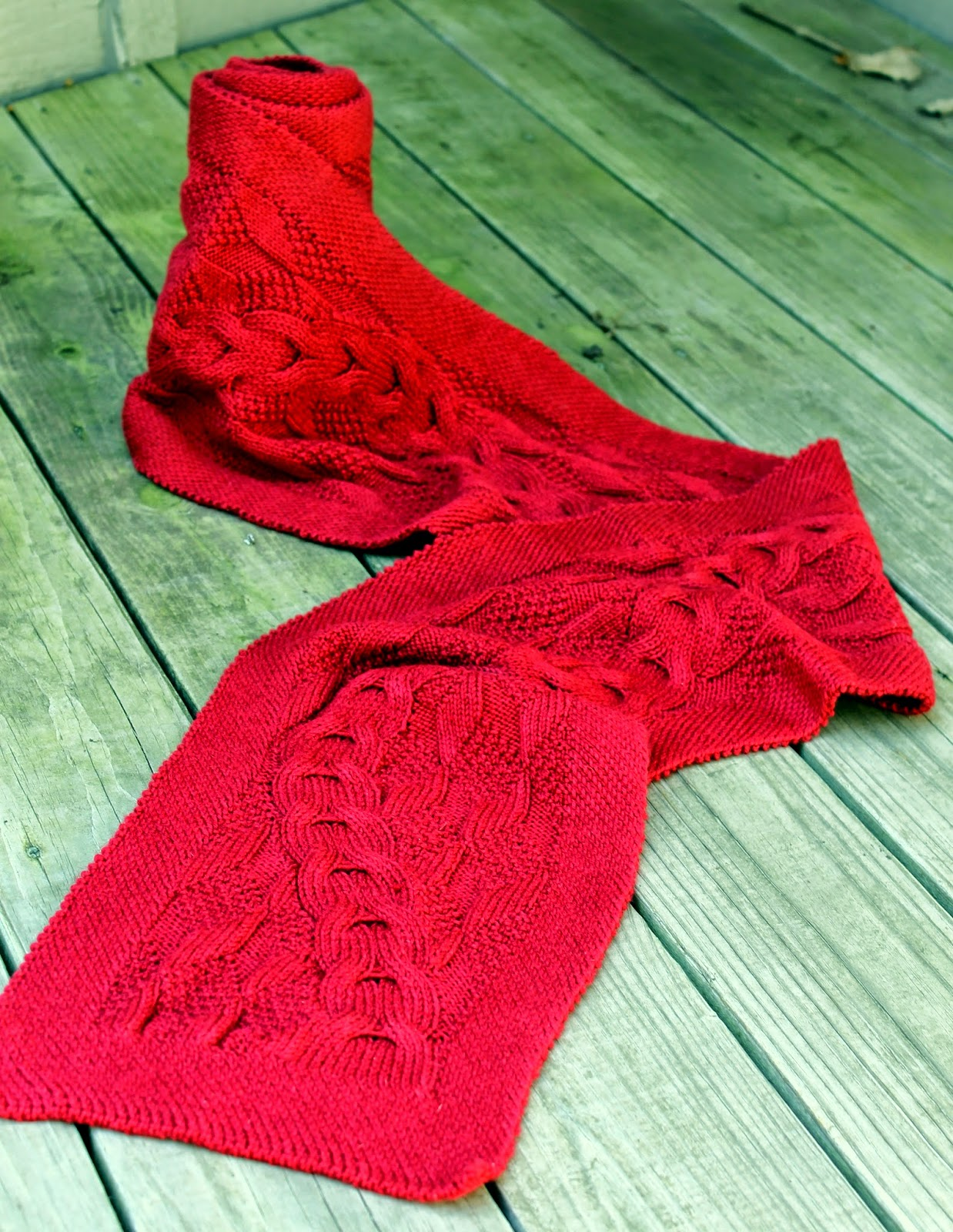 http://www.ravelry.com/patterns/library/reveur-scarf