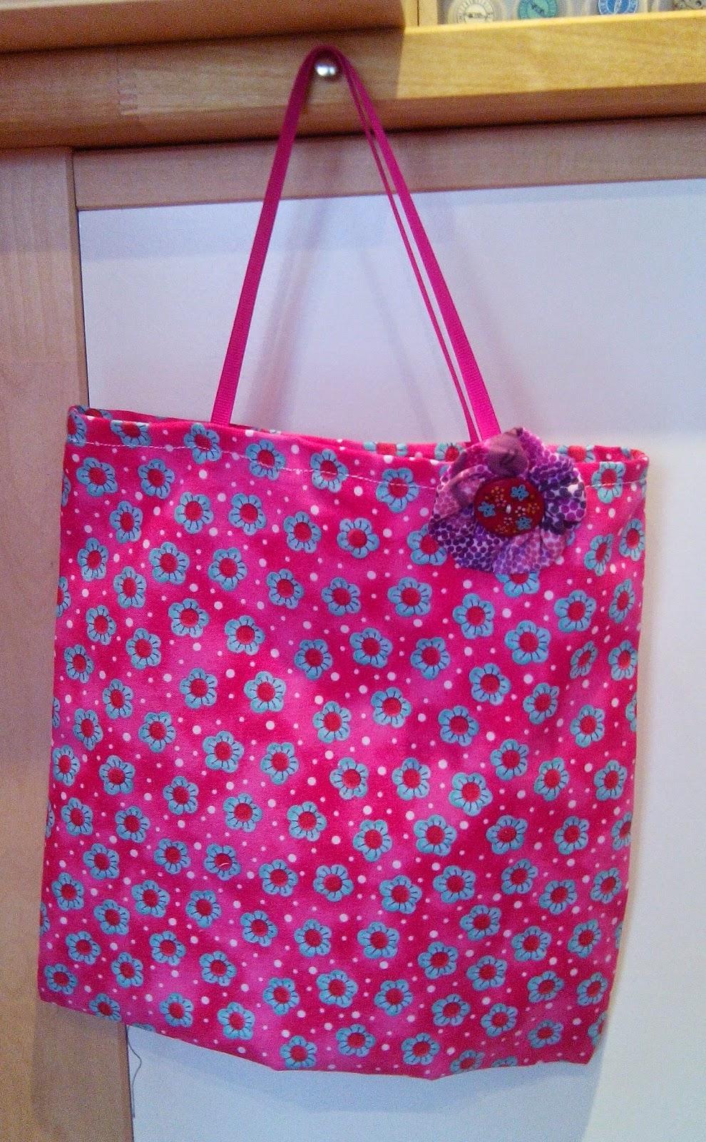Couture en atelier sac tote bag roseà fleurs bleues