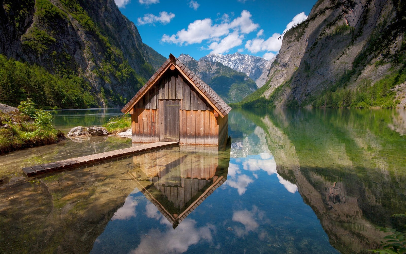 wood_house_mountain-lake-beautiful-nature-images-wallpapers