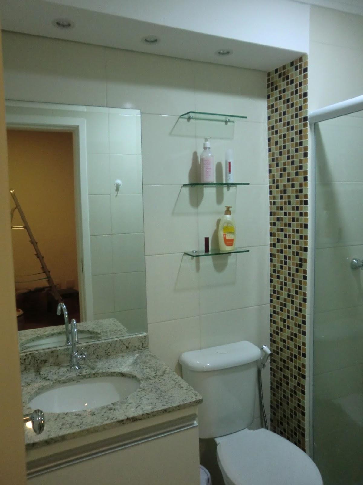 Esse e o banheiro do quarto deles sao 3 dromitorios com 1 suite #644B23 1200x1600 Banheiro Azulejo Ate O Teto
