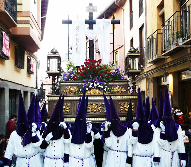 Santísima Cruz de la Esperanza. Real hermandad de Jesús Divino Obrero. León. Foto G. Márquez.