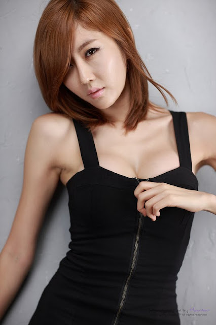 Choi Byul-I In Black Zipper Mini Dress