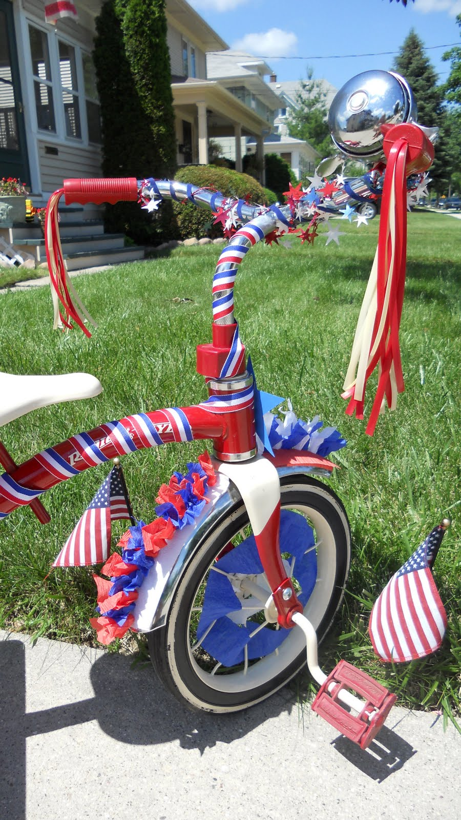 Red blonde tangles 4th of july bike decorating for Bike decorating ideas