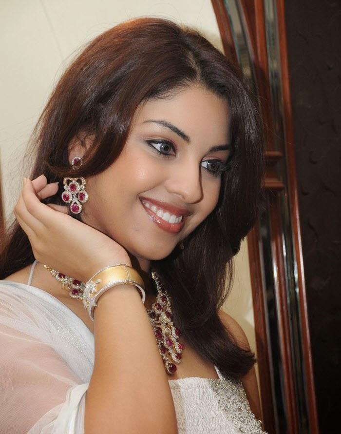 richa gangopadhyay hot pics in white salwaar tight bra pics panty wardrobe malfunction pics