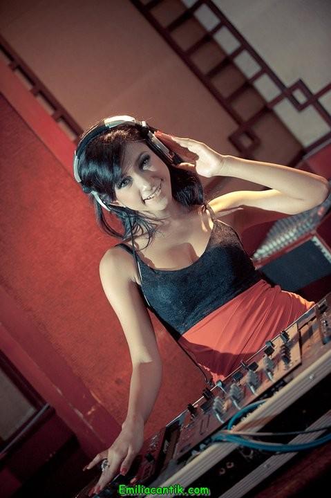 Foto: Amel Elviani DJ Cewek Paling Seksi se-Indonesia