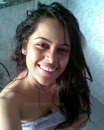 Hot Desi Bengali Aunty After Bath