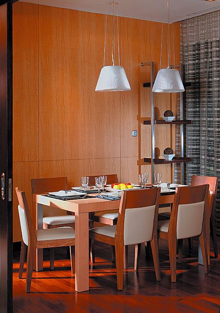 Casa comedor con pisos de madera for Pisos para comedor