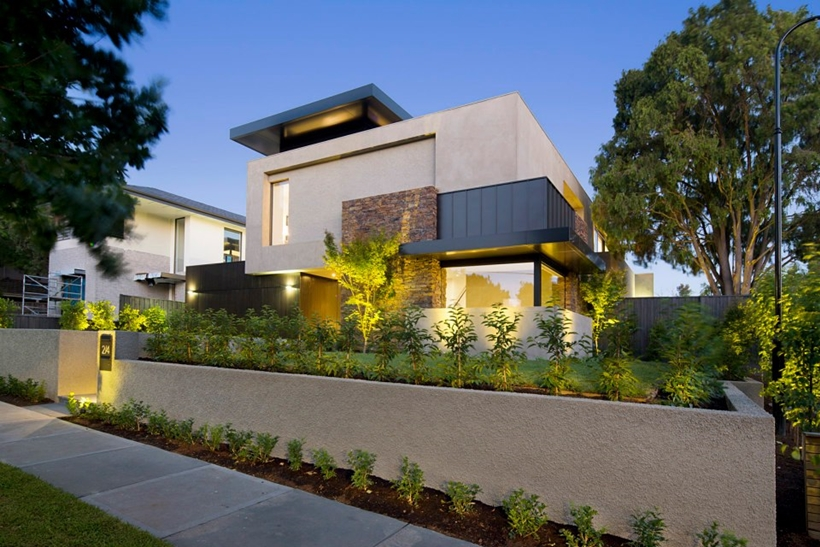 Street facade of Contemporary Higham Road Home in Melbourne