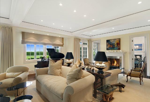 New home interior design hamptons shingle style home for Hamptons living room designs