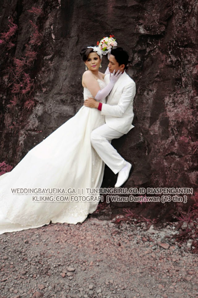 "Prewedding Bayu & fika [ weddingbayufika.ga ] "" Busana : Bridal & Casual "" karya TUNJUNGBIRU.CO.ID Rias Pengantin & Rancang Busana | Foto oleh KLIKMG.COM [3] Fotografi Purwokerto"