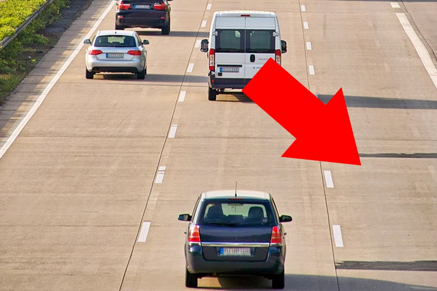 Sensation! Autobahn-Fahrer entdeckt weitere Fahrbahn rechts neben der Mittelspur