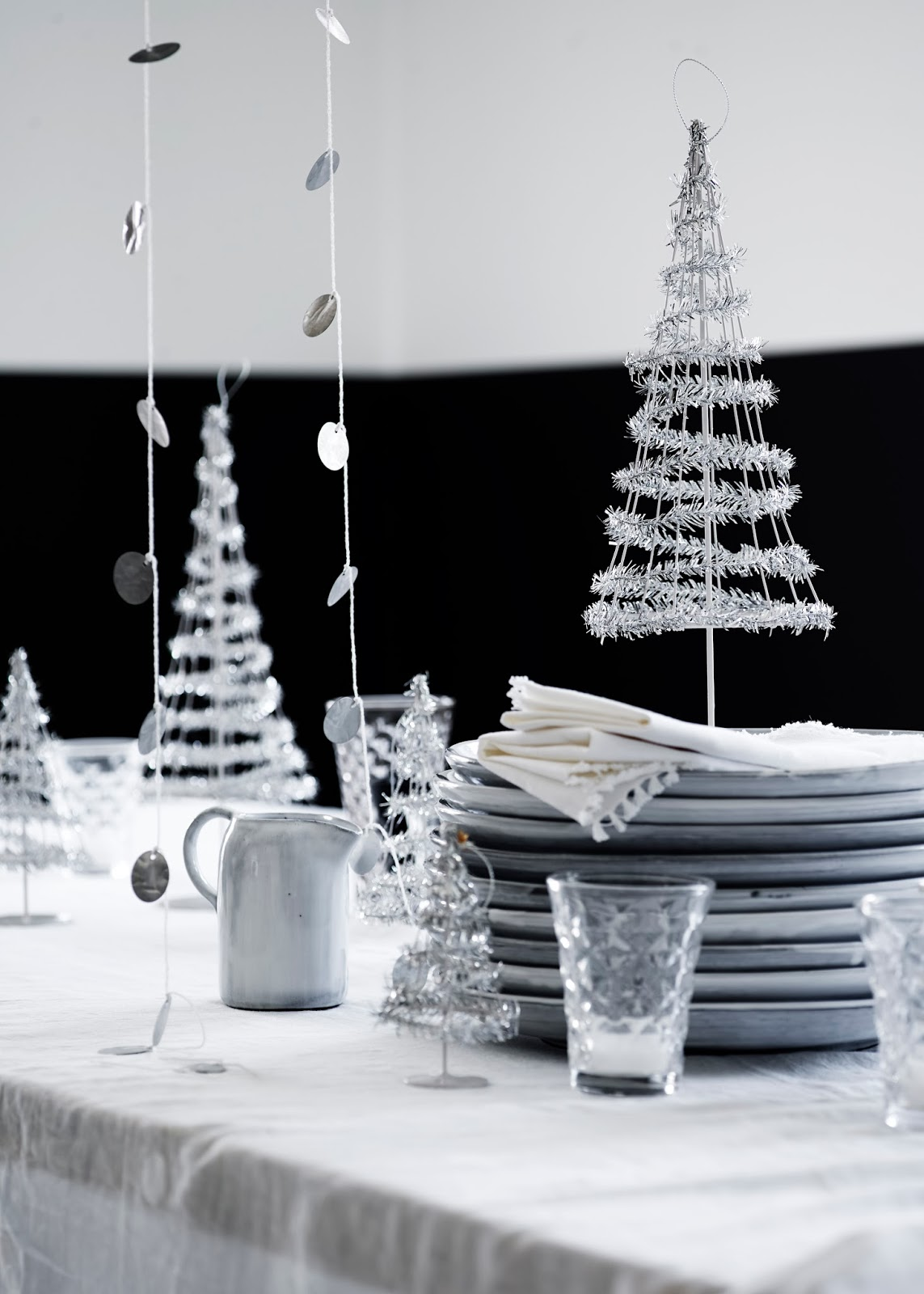 my scandinavian home a black and white christmas with tine k. Black Bedroom Furniture Sets. Home Design Ideas