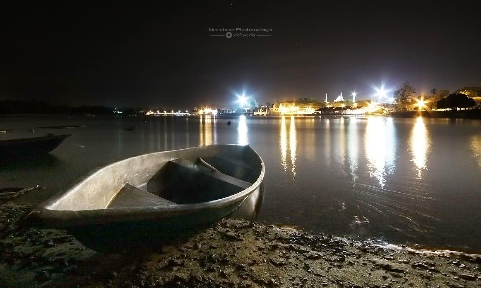 Perahu kecil di Pulau Kekabu, Marang