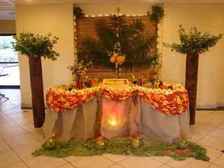 modelo de mesa em uma festa havaiana