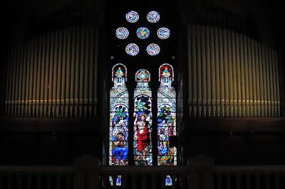 Vidriera y órgano de San Juan el Real de Oviedo