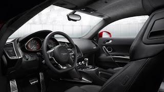 Interior Audi R8 2012.jpg