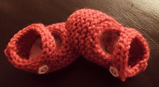 Himbeermütze gehäkelt Babyschuhe gestrickt - Ideenpiratin