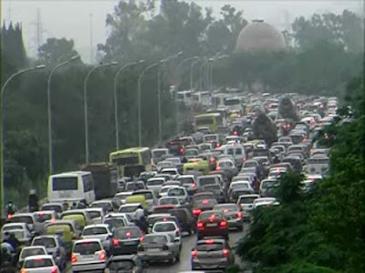 Rains during rush hour in Noida cause long traffic jams