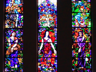 TIPS ON CHOOSING STAINED GLASS