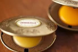 nước hoa khô với sáp ong tự làm