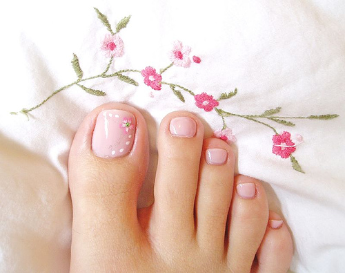 Twinkle Your Toes With False Nails