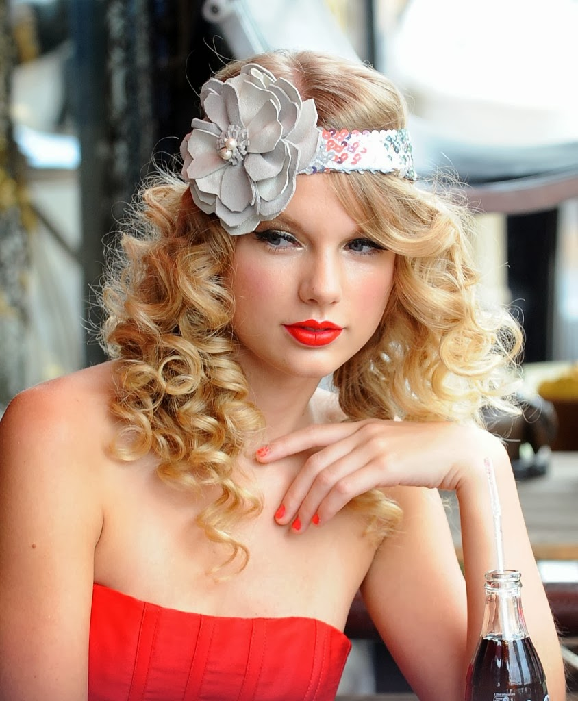 curly hairstyles for long hair taylor swift
