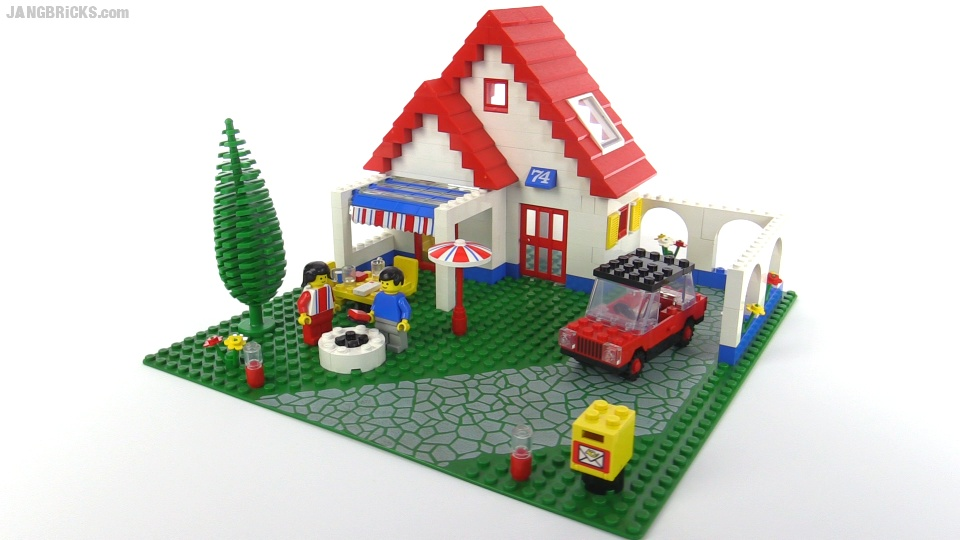 Lego classic town holiday home from 1983 set 6374 for Modele maison lego classic