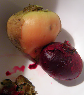 Two kinds of Cooked Beets Half-Peeled