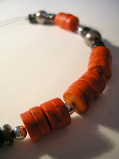 biżuteria z półfabrykatów - czerwień z szarością (korale)