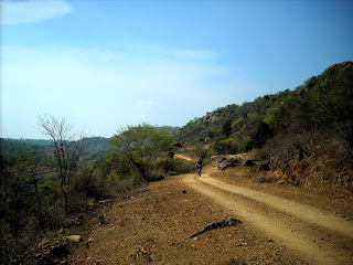 A mud road descending into Anchetty from Jawalagiri