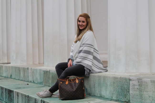 fashionblogger - austrian blogger - poncho wie stylt man einen - poncho wie tragen - orsay herbst winterkollektion 2015 2016 - louis vuiton neverfull monogram canvas - converse - herbstoutfit - herbstlook - stylish durch den herbst