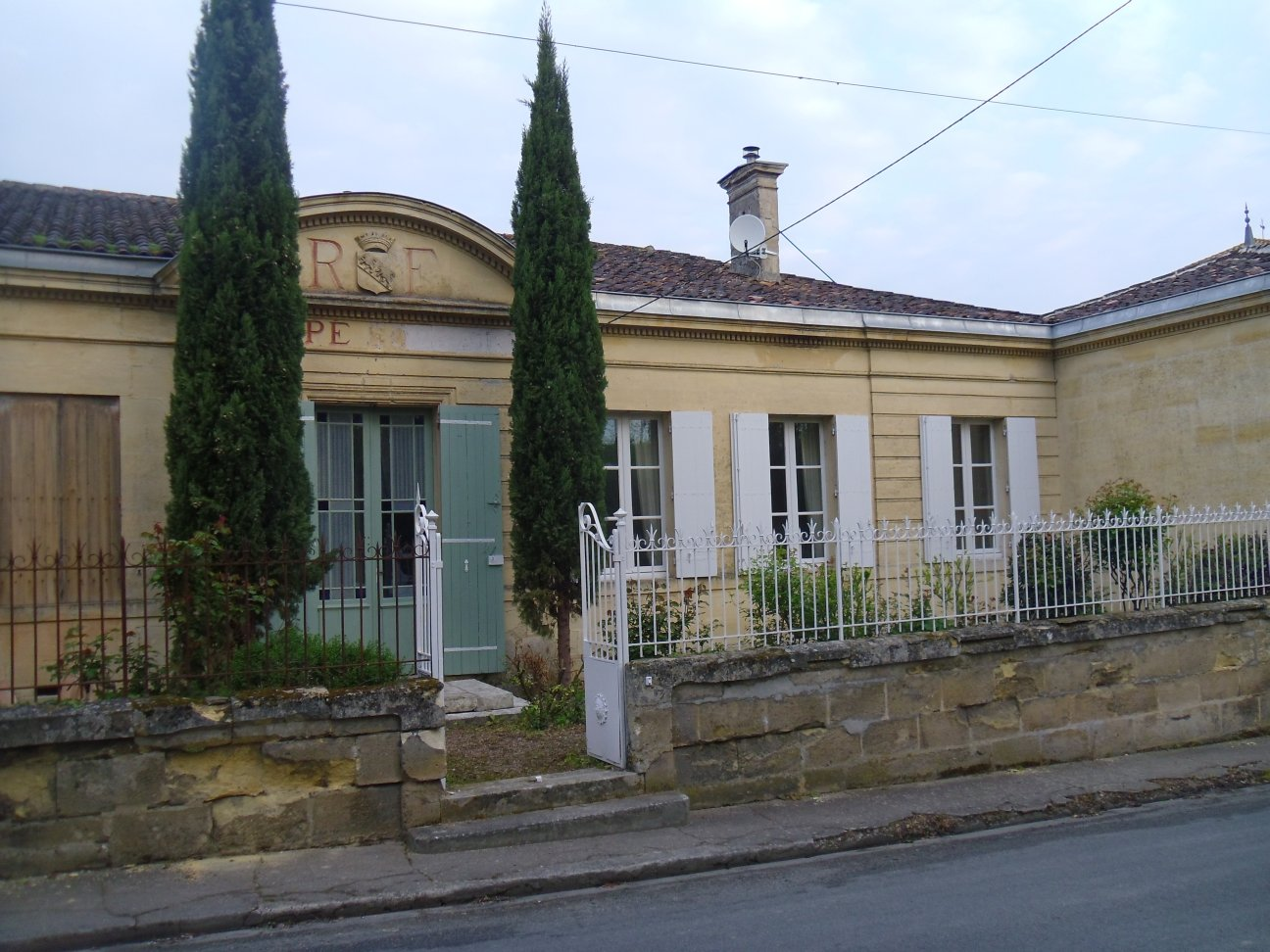 Gites france the old school house pujols nr st emilion for Updating an old house