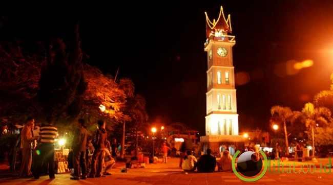 4. Jam Gadang Ikon kota Bukittinggi Sumatera Barat